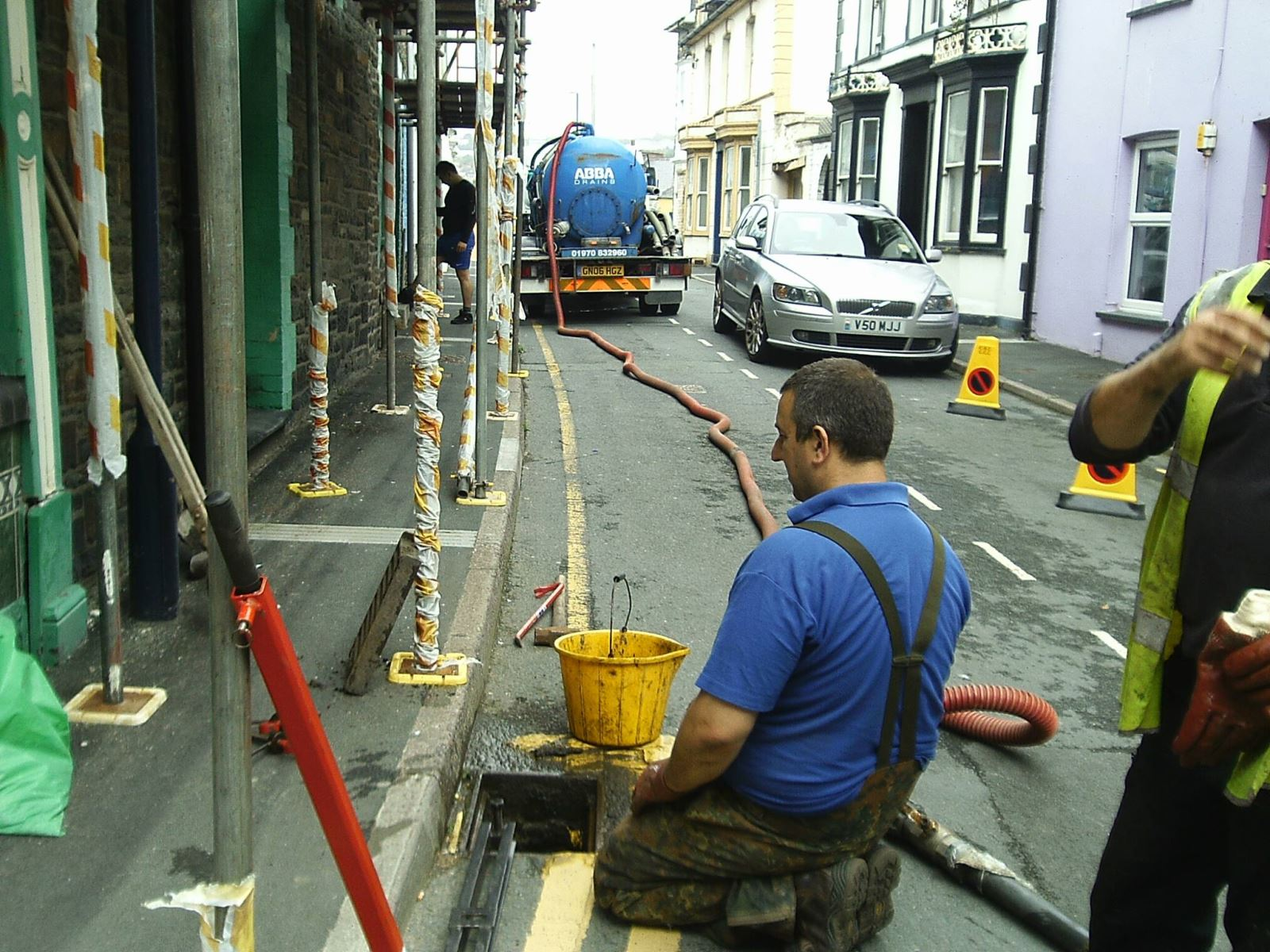 Road gullies along Powell, George and William St are being cleaned out by Abba Draind Ltd